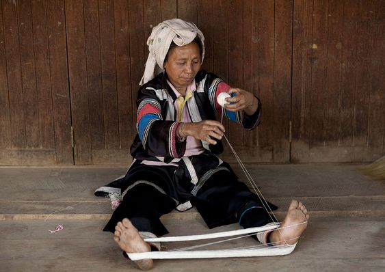 Lahu tribe woman weaving