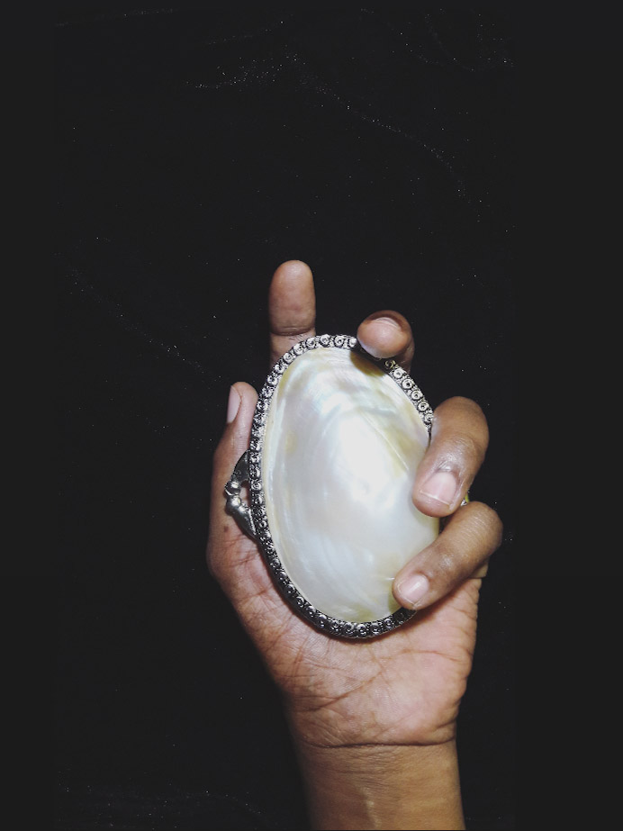 Ilaria Golden Mussel Purse
